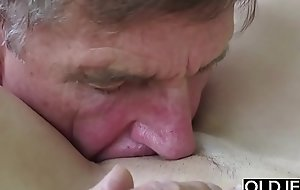 Old Young Porn Teen Oral-stimulation Deepthroat and Cumshot Stopping Pussy Shagging