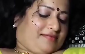 homely aunty  and neighbour uncle here chennai having sex