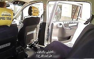 سائق التاكسي يعجب فيها وينيكا بين الاشجار سكس مترجم