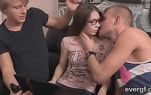 Broke boyfriend lets flirty friend to bollocks his fixture for hard cash