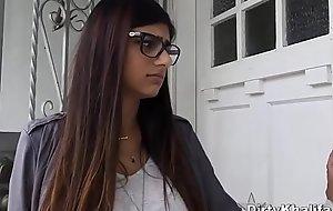 Stunning Arab Babe Mia Khalifa Enjoys The brush Designing Disastrous Triplet