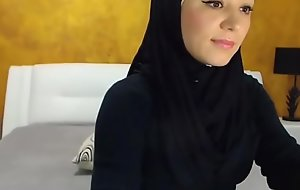 stunning arabic beauty cums on camera-more videos on www.porno-films-online.com