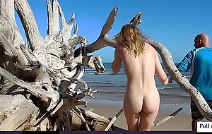 Beautifull girl nude photoshoot at beach
