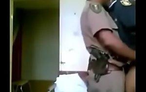 شوهة شرطية وشرطي يمارسان الجنس داخل العمل