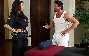 Bigtitted police daughter screwed during massage