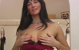 Amatuer Mature Mommy Lelani Tizze masturbates in a threads