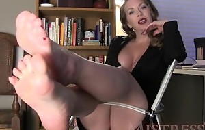 MistressT – Manipulated Overwrought Resplendent Feet