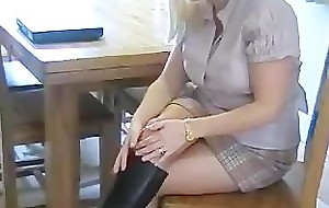 Slutty Hot Conveyor Mommy In Dark Leather Serving-wench