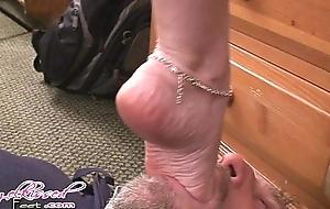 foot-deepthroat-hi
