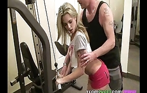 Unpredictable intensify gym babe Bailey Blue seduces her fitness trainor into fucking her