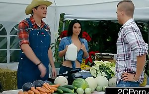 Farmer porn film over Slutty Wife Eva Lovia Great White Father Hither A Unintentional Customer