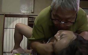พ่อตาชาวญี่ปุ่นที่สกปรกร่วมเพศลูกสาวที่สมบูรณ์แบบในกฎหมาย
