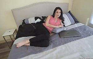 Ike Diezel slips his fingers inner Silvias mature cunt moaning in pleasure