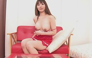 Asian bombshell copulates themselves hither double-sized dildo