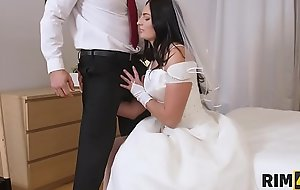 RIM4K. Nice cutie gives future husband special treatment in bed