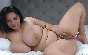 Romanian bbw show her huge tits and big ass