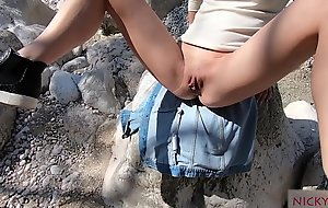 fucked my young stepsister outdoor
