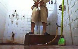 pakistani teen fingering ass in toilet