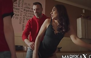 MARISKAX Special delivery for Indian fuck movie MILF Sahara Knite