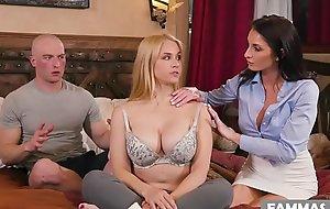 Massages are so boring! Oh really? - Sarah Vandella, Silvia Saige