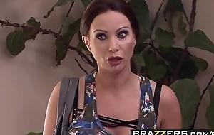 Wild milf (McKenzie Lee) fucks a catch help - Brazzers