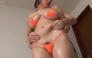 Sexiest MILF NAVEL Rubbed and crushed in bikini