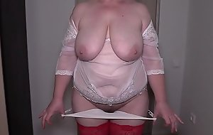 Striptease in front of a stranger in sex chat. Mature bbw shakes natural boobs and shakes big booty near the webcam. Homemade fetish from a housewife.