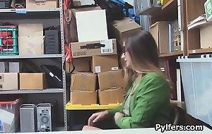 Bigtit shoplifter deepthroats security guards