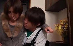 Super geile asiatisch japanische Mutter fickt den jungen Sohn
