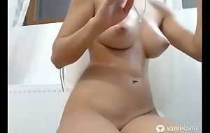 Amateur at hand great tits fingering pussy live cam