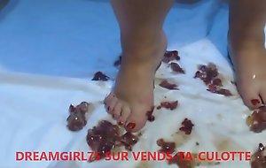 Amateur - foodcrushing de raisins avec les pieds - vends-ta-culotte xxx fuck movie