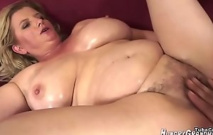 WHAT IS HER NAME? - WHO IS SHE? BLONDE MILF Broad in the beam BOOBS