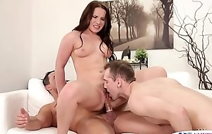 Pussylicking stud pleasured by fat cock
