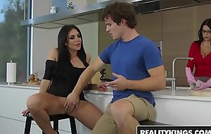 RealityKings - Milf Hunter - Jaclyn Taylor Robby Echo - My Mammas Hot Join up