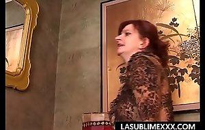 Cinzi casalinga matura vuole farsi spannare coldness figa!